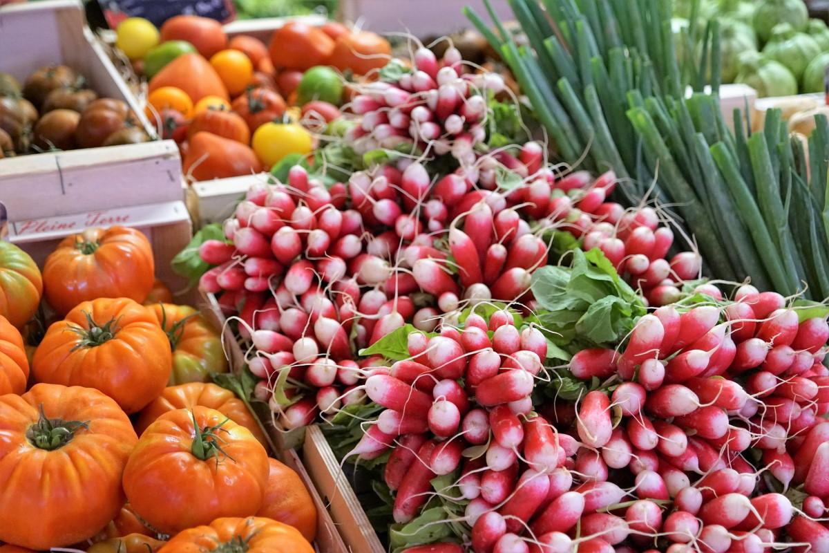 Obst und Gemüse auf Wochenmarkt